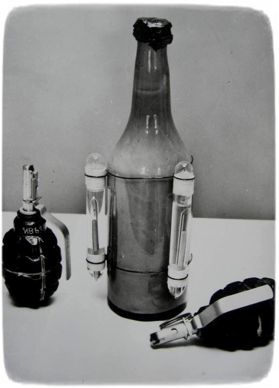 """Військова продукція астраханських підприємств - пляшка із запальною сумішшю , гранати Ф - 1 """"лимонка"""" . 1943 рік."""