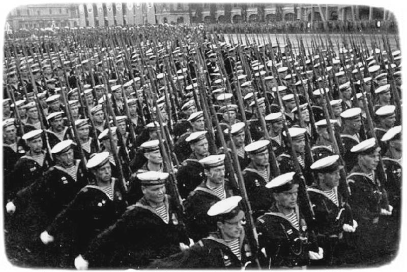 Моряки ЧФ на Красной площади. Москва, 24 июня 1941 г.