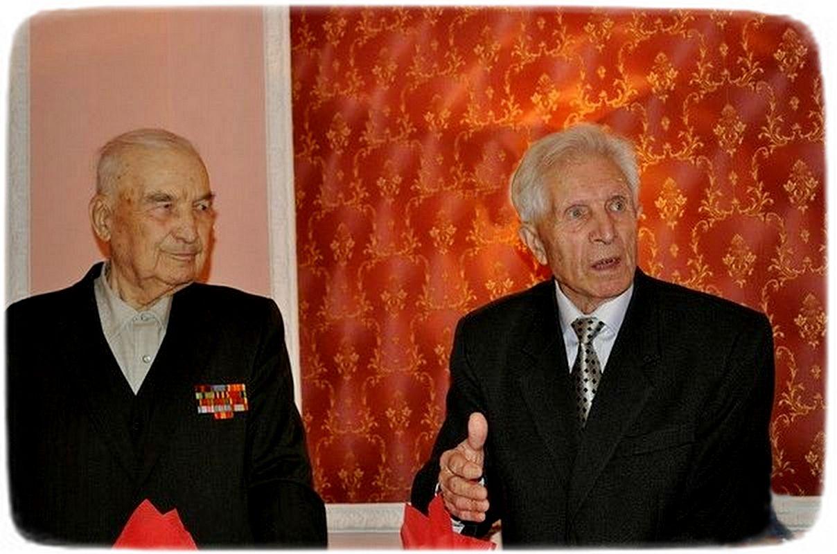 70 років потому - Дмитро Усенко і Олександр Петров на святкуванні 90-річчя Дмитра Федосійовича. Черкаси, листопад 2011 р.