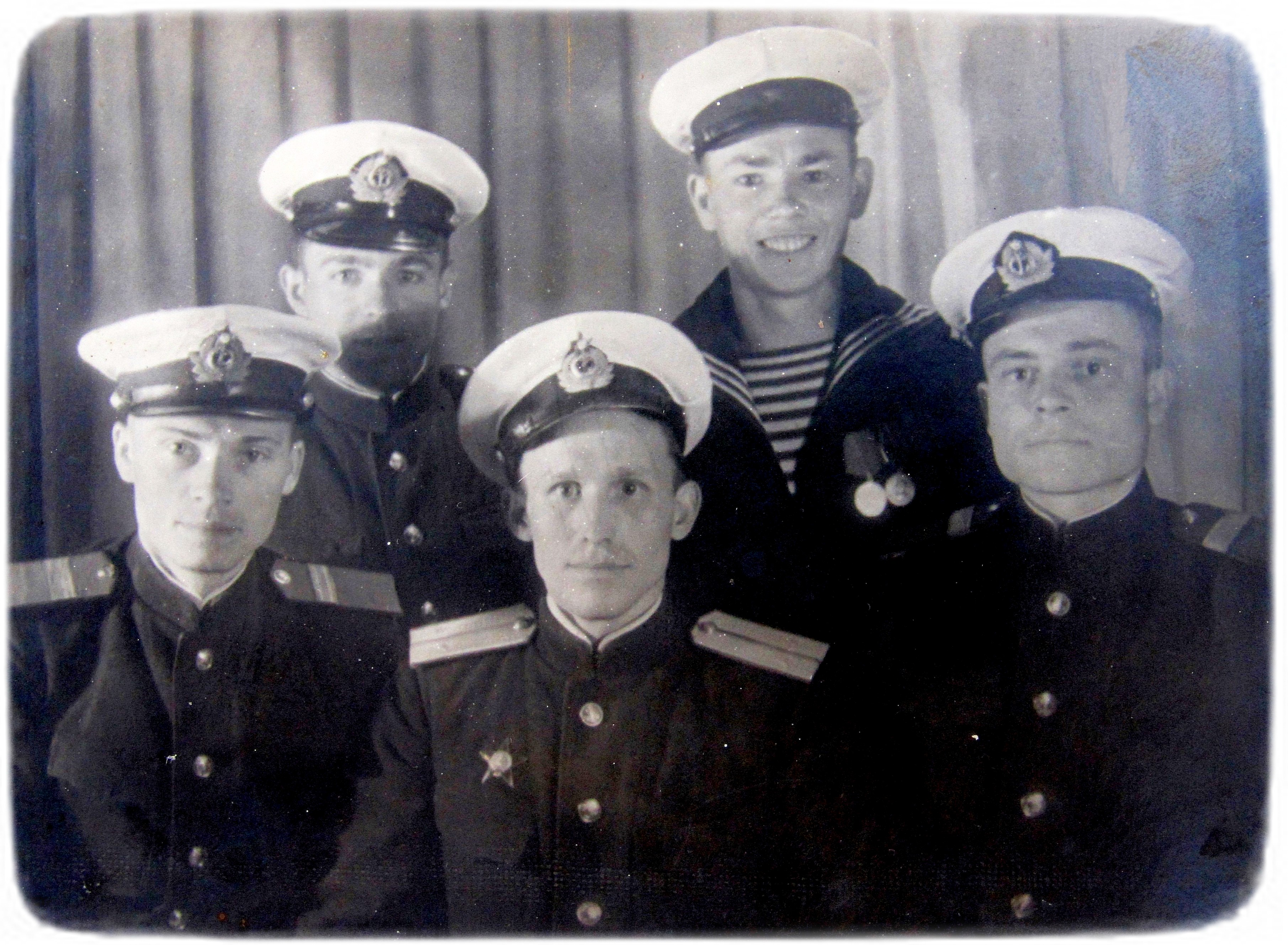 Парамон Поліектов з військовослужбовцями Дніпровської військової флотилії , 1945 р
