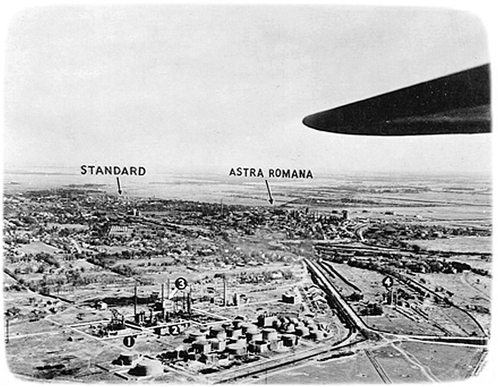 Під крилом літака -нефтепереробні заводи « Стандарт » і « Астра - Романія » в районі Плоєшті