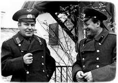 Второй космонавт Земли Герман Титов и Иван Губский. Космодром Байконур (гагаринский домик ) .